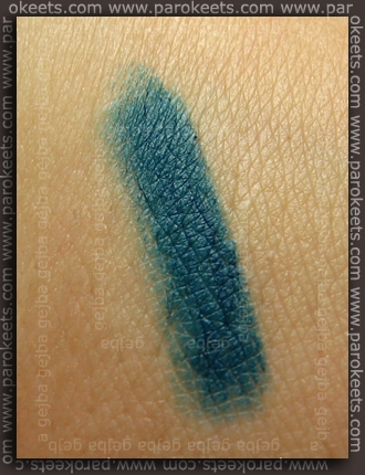 Essence: Secrets Of The Past - Meet You In Budapest eyeliner