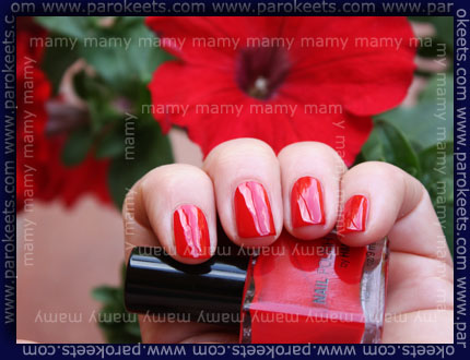 H&M - Red Nail, swatch
