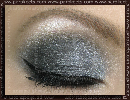 Make up with Essence: Smokey Eyes Set - Show Off, So What and Black Mania carbon black liquid eyeliner