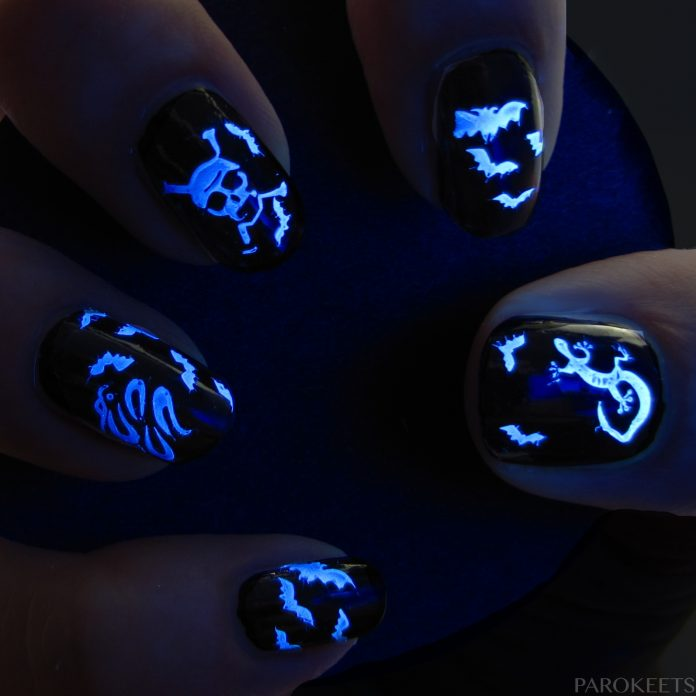 glow-in-the-dark-halloween nails