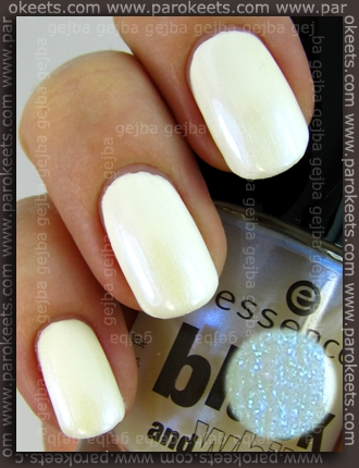 Essence Black and White: White Hype + Make Me Holo swatch
