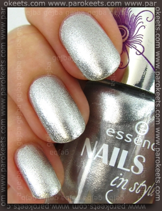 Essence Nails In Style TE - Style For Summer Nights swatch by Parokeets
