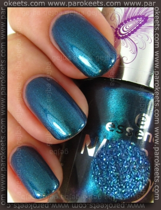 Essence Nails In Style TE - Style Me Holo swatch by Parokeets