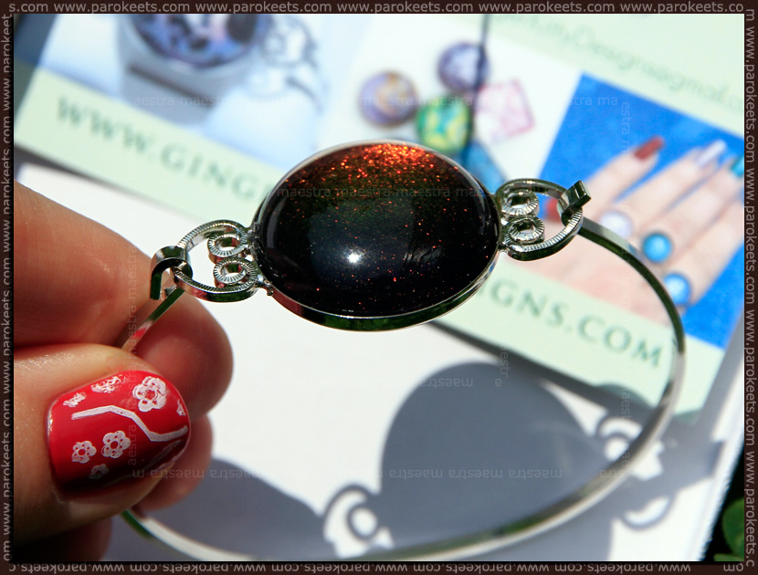 Nail polish jewelry by Ginger Kitty Designs (bracelet with Clarins - 230)