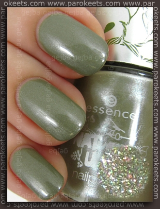 Essence NATventURista TE - Barefoot Through The Moss swatch