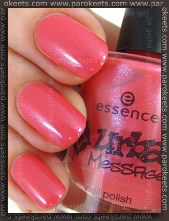 Essence Urban Messages TE It Peace swatch by Parokeets