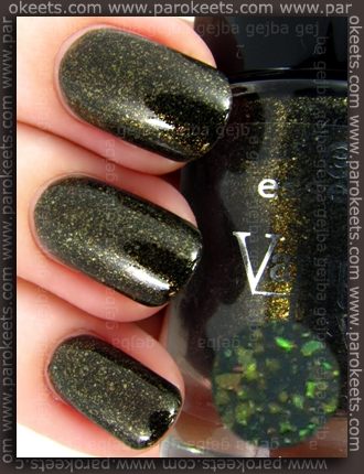 Essence Vampire's Love - Gold Old Buffy swatch