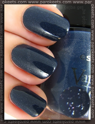 Essence Vampire's Love - Into The Dark swatch