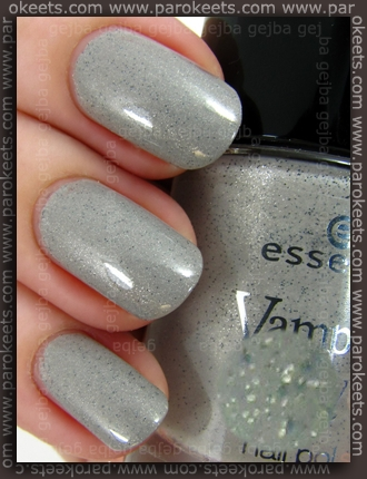 Essence Vampire's Love - The Dawn Is Broken swatch
