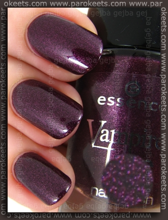 Essence Vampire's Love - True Love swatch