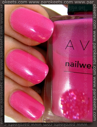 Avon Nailwear Pro nail polish Fuchsia Fun (swatch)