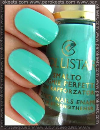 Collistar Capri LE - MintMilk nail polish swatch