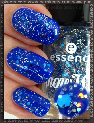 Essence Snow White TE Prince Charming topper nail polish