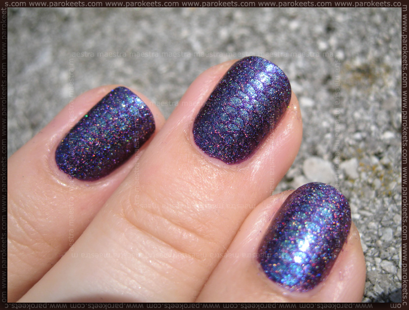 Fish Scale Duochrome and Holographic Manicure