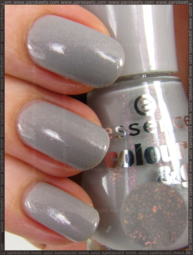 Essence New In Town LE: Grey-t To Be Here nail polish