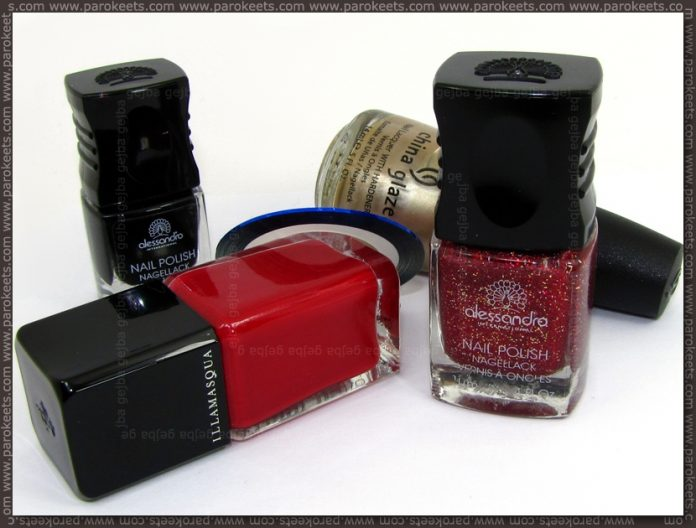 Christmas tree manicure nail polishes used