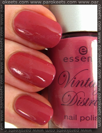 Essence Vintage District - Antique Pink nail polish