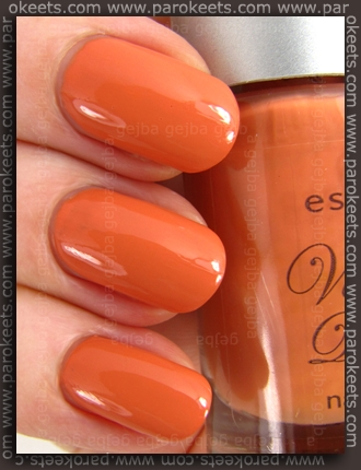 Essence Vintage District - Vintage Peach nail polish