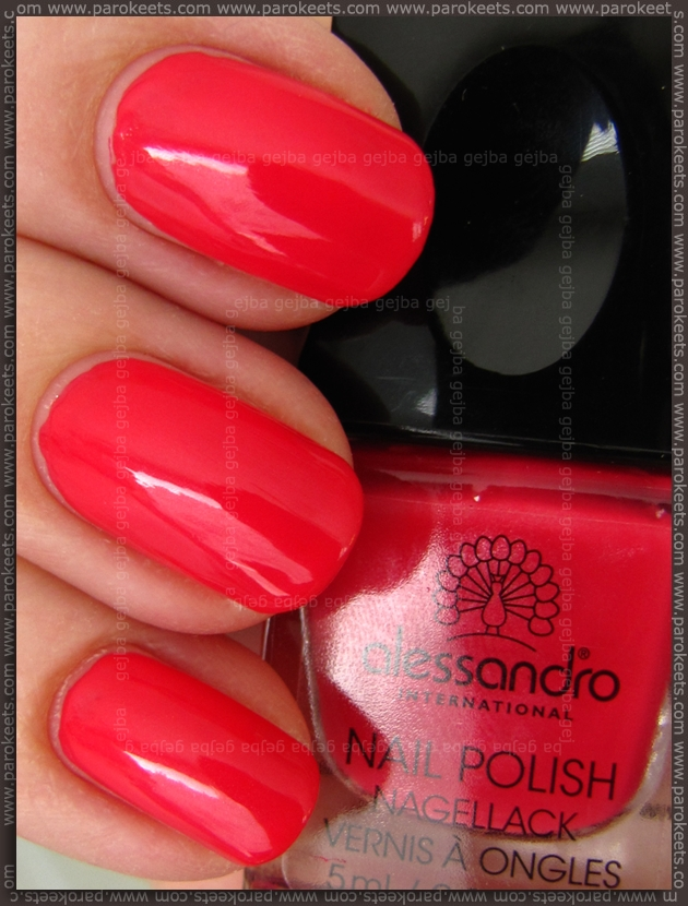 Alessandro Tres Chic LE Stolen Caress swatch