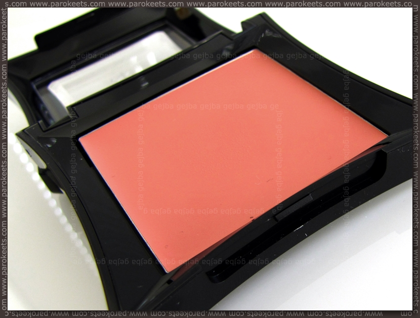 Illamasqua Velvet Blusher Flirtatious packaging