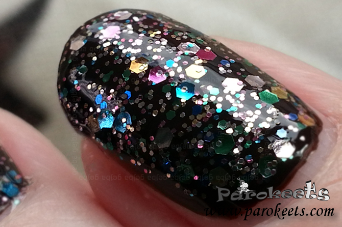 L'Oreal Sequine Explosion (842) nail polish detail