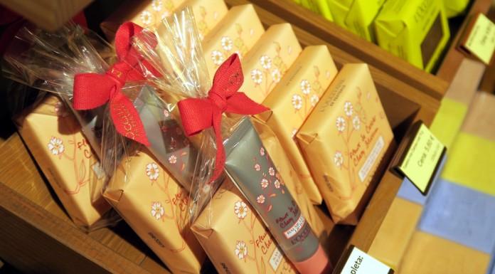 L'Occitane darilo: milo, balzam ustnice