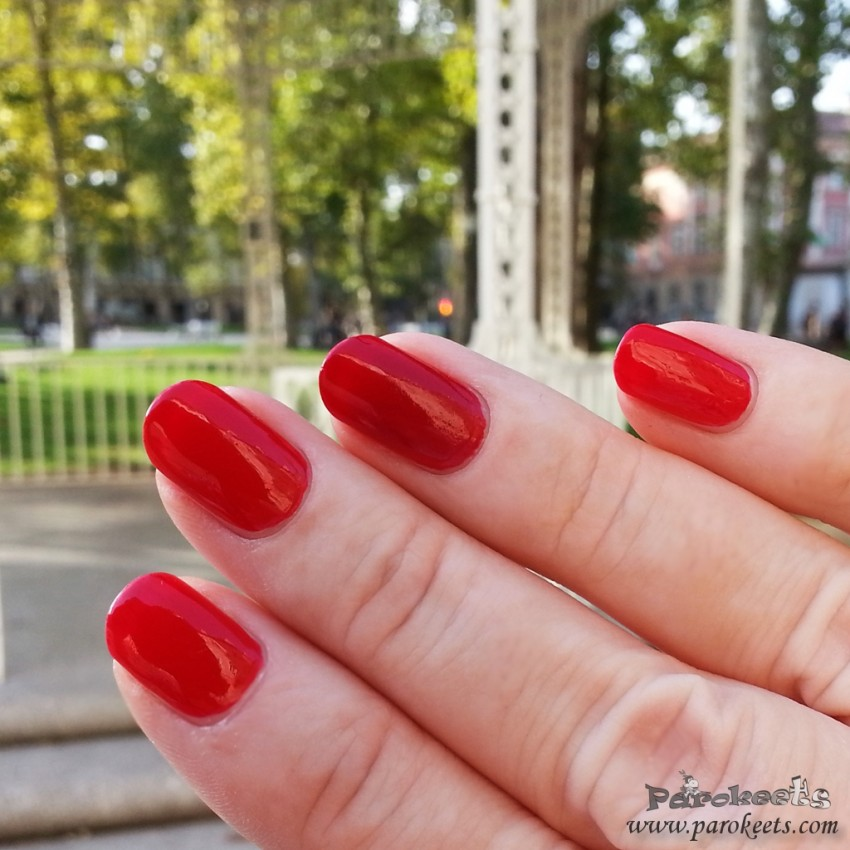 OPI Amore at Grand Canal (Venice,red) vs. Zoya Hannah swatch