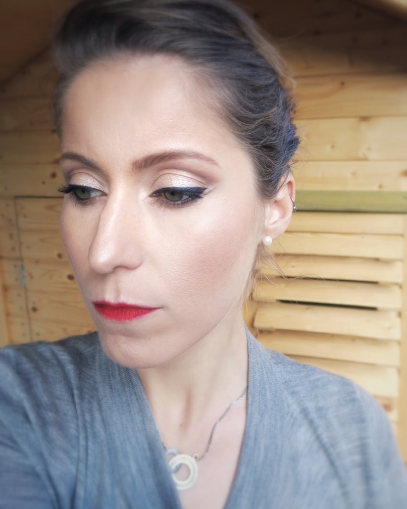 Double liner and red lips look