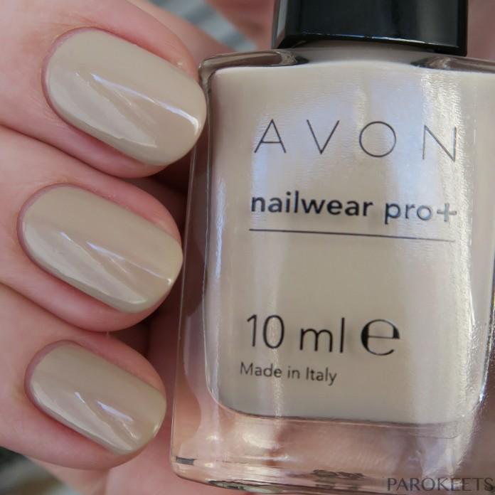 Avon Tender nail polish (Modern Romance) daylight