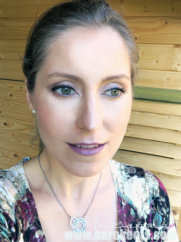 Make up look z Essence Velvet Matt 08