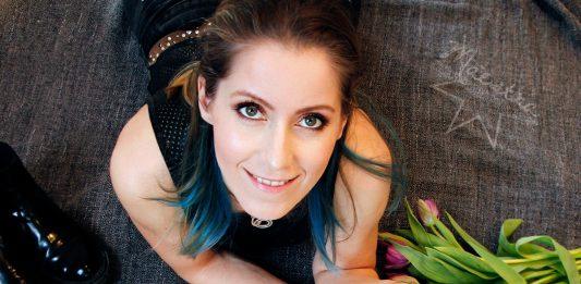 Elle magazine Maestra blue hair